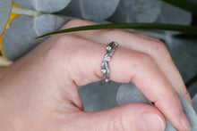 Load image into Gallery viewer, Peridot Twig Ring