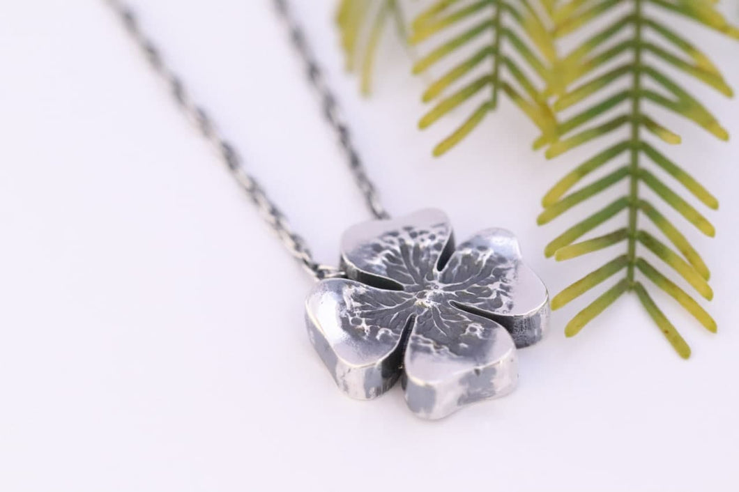 Clover pendant with of four leaf