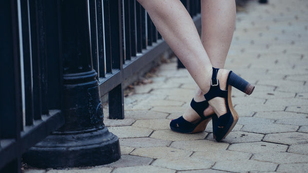 Fashion Blogger Amanda Haxton Styles Comfortable UKIES Shoes With A Vintage Twist