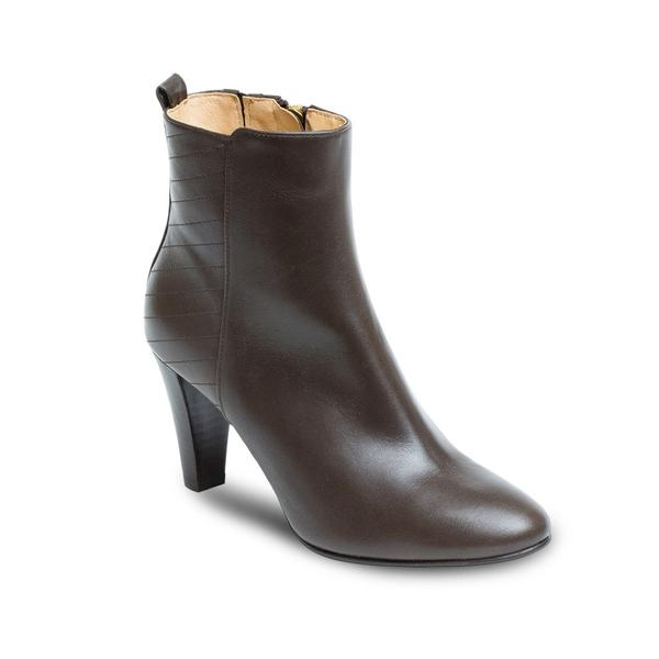 Brown heeled boots round toe