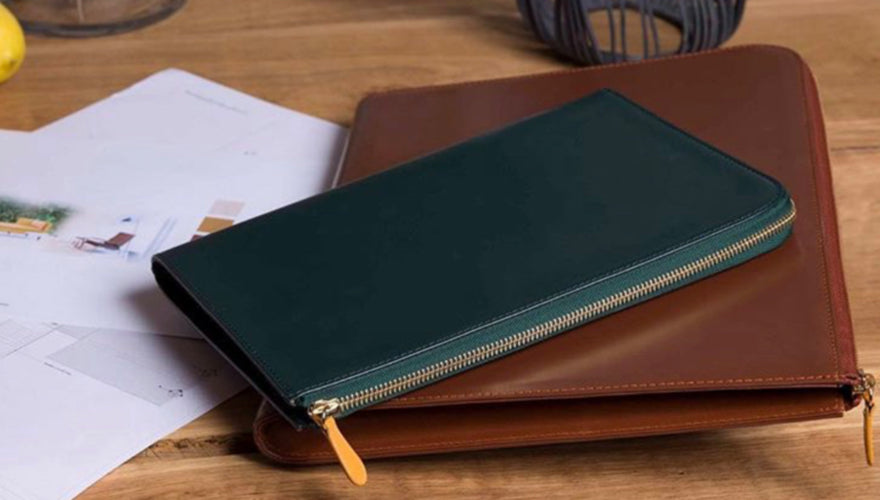 https://www.onlybrown.com/collections/wallets/products/capra-mini-wallet-chocolate
