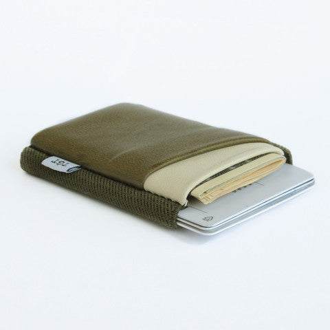 TGT 2.0 Deluxe Wallet in Army/Cream