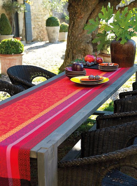 Provence, Strawberry Table Runner