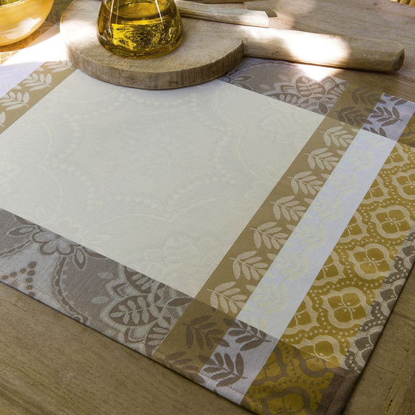 Coated Placemat in Ivory Bastide