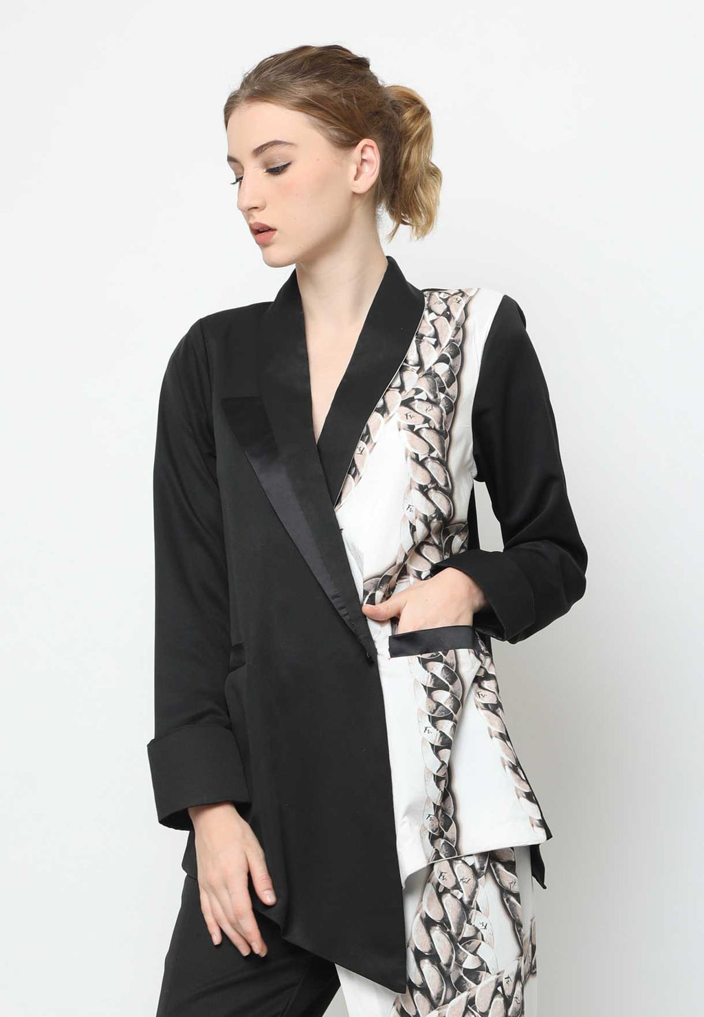 Jacque. Backless Blazer - Black Chain