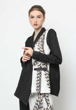 Load image into Gallery viewer, Jacque. Backless Blazer - Black Chain