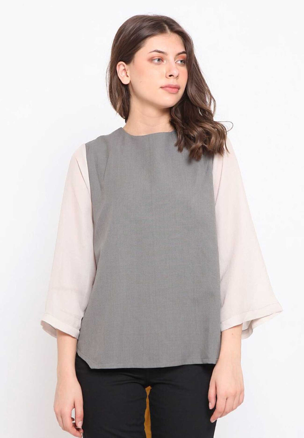 Kay. Braid Outer-Top - Grey