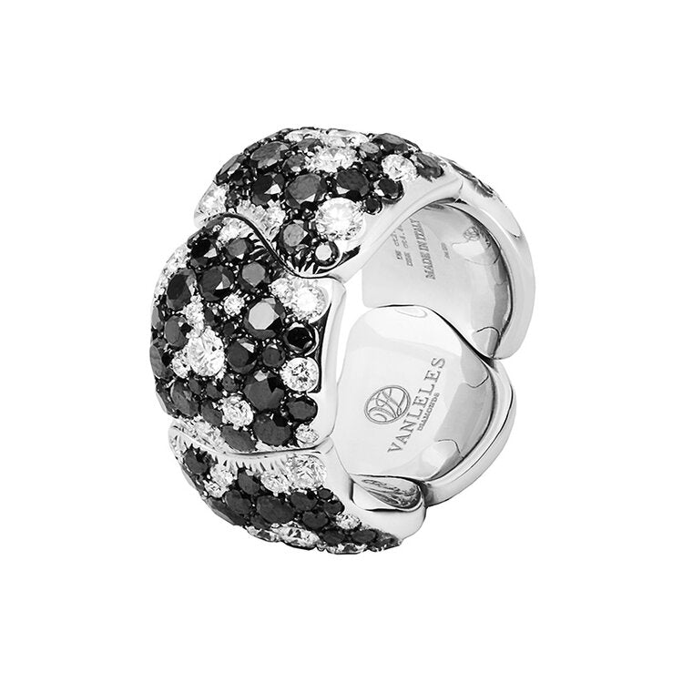 Ring crafted 18K white gold Legends Of Africa Collection
