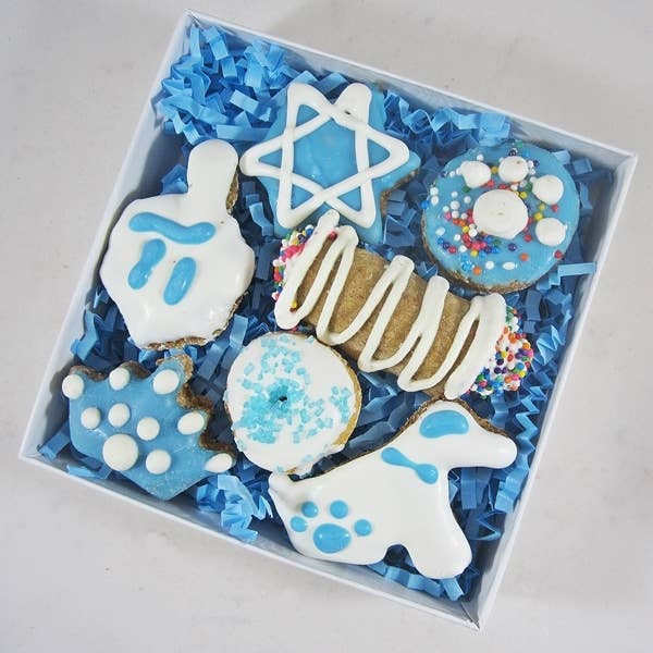 Dog Park Publishing - Mini 7-Piece Hanukkah Dog Treat Assortment