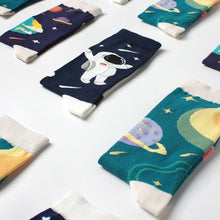 Load image into Gallery viewer, Astronaut And Planet Happy Socks