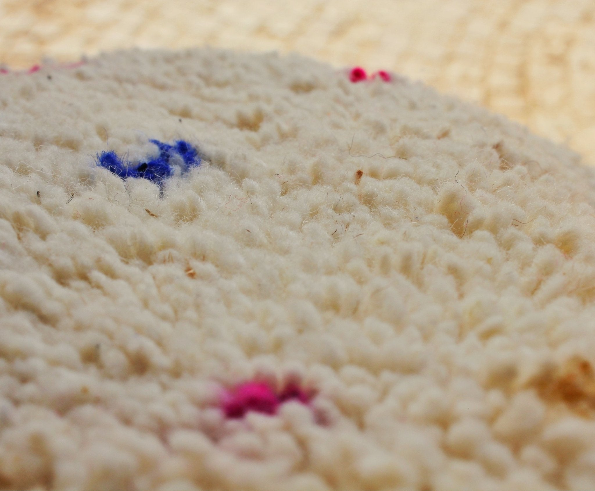 TOUSSMANE | BENI OUARAIN White Rug | 100% wool handmade in Morocco (multicolor dots) - OunizZ