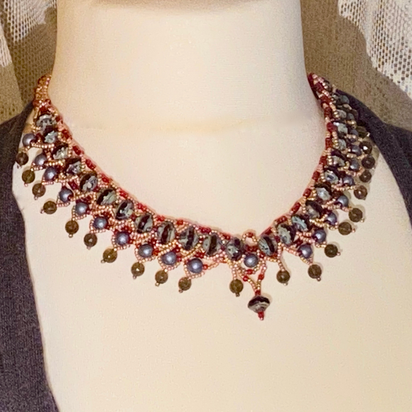 Statement collar necklace with