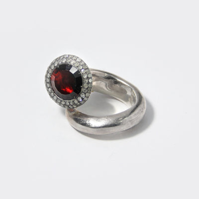 Tove Ring with Garnet