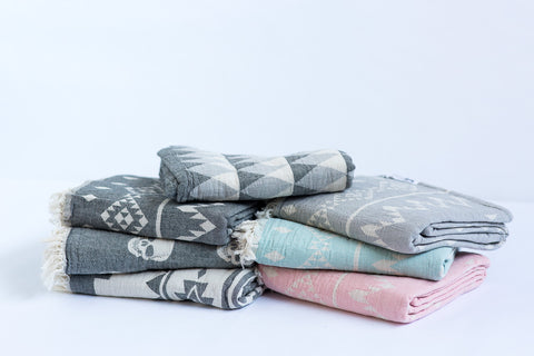 BEACH BLANKETS / THROWS