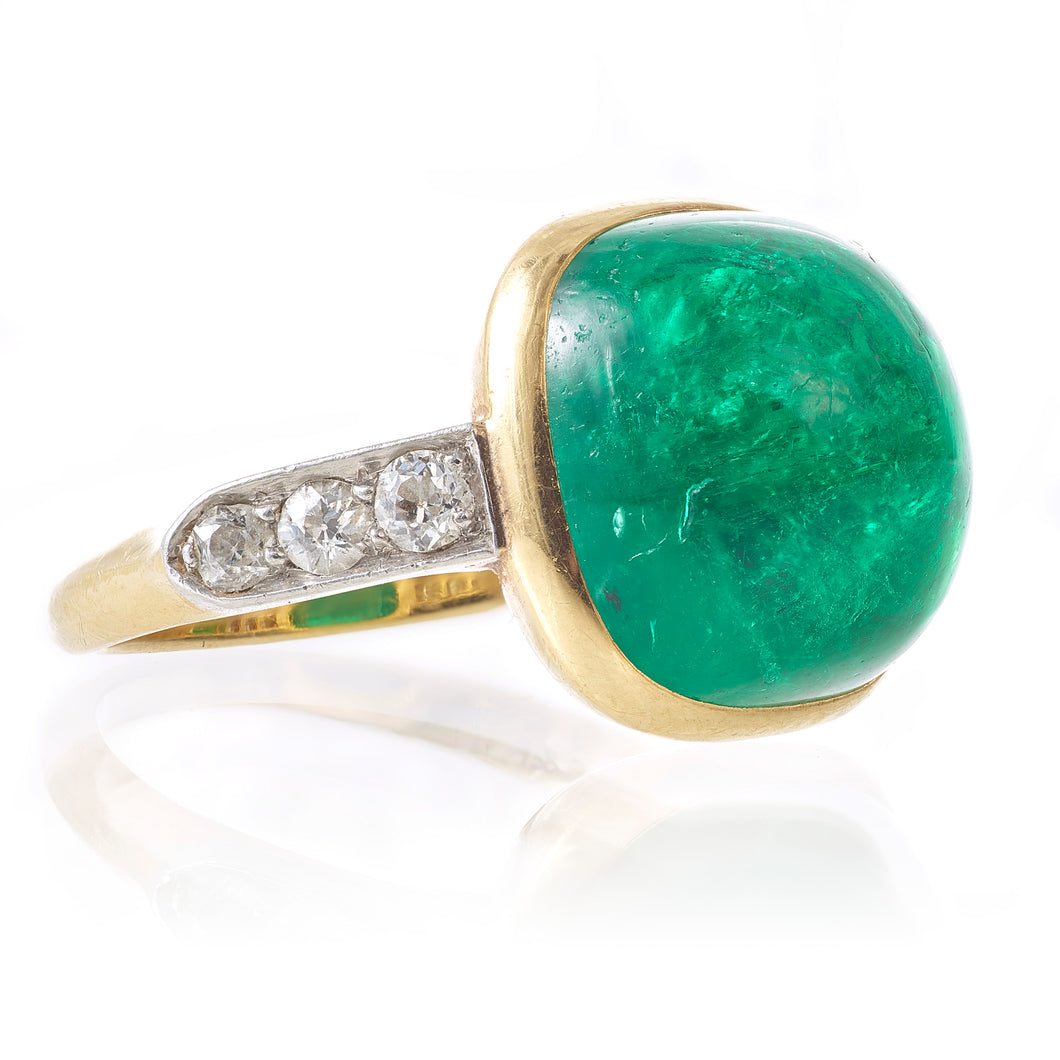 Estate Sugarloaf Emerald Ring in 18K Yellow Gold