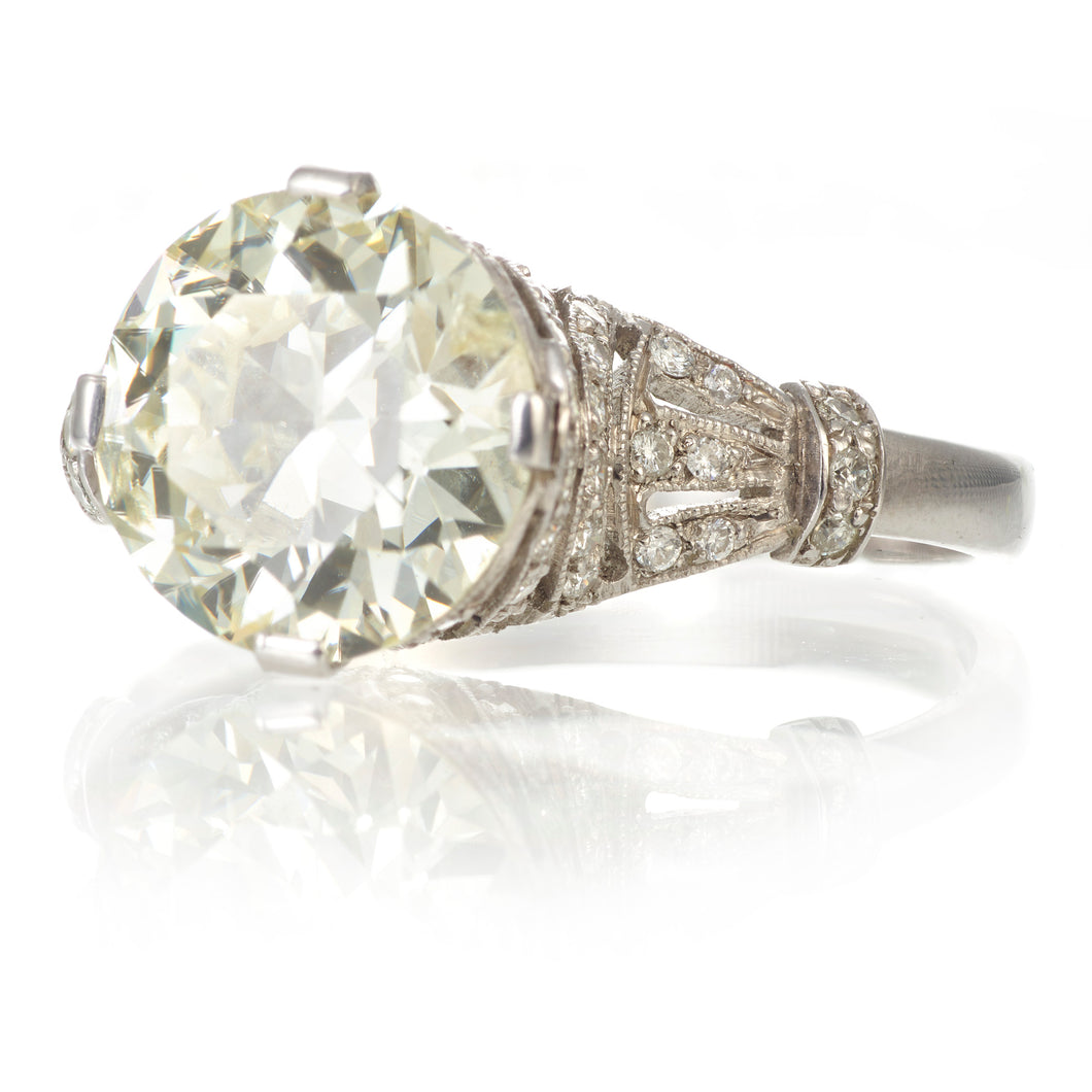 Estate / Vintage Round Cut Diamond Ring in Platinum