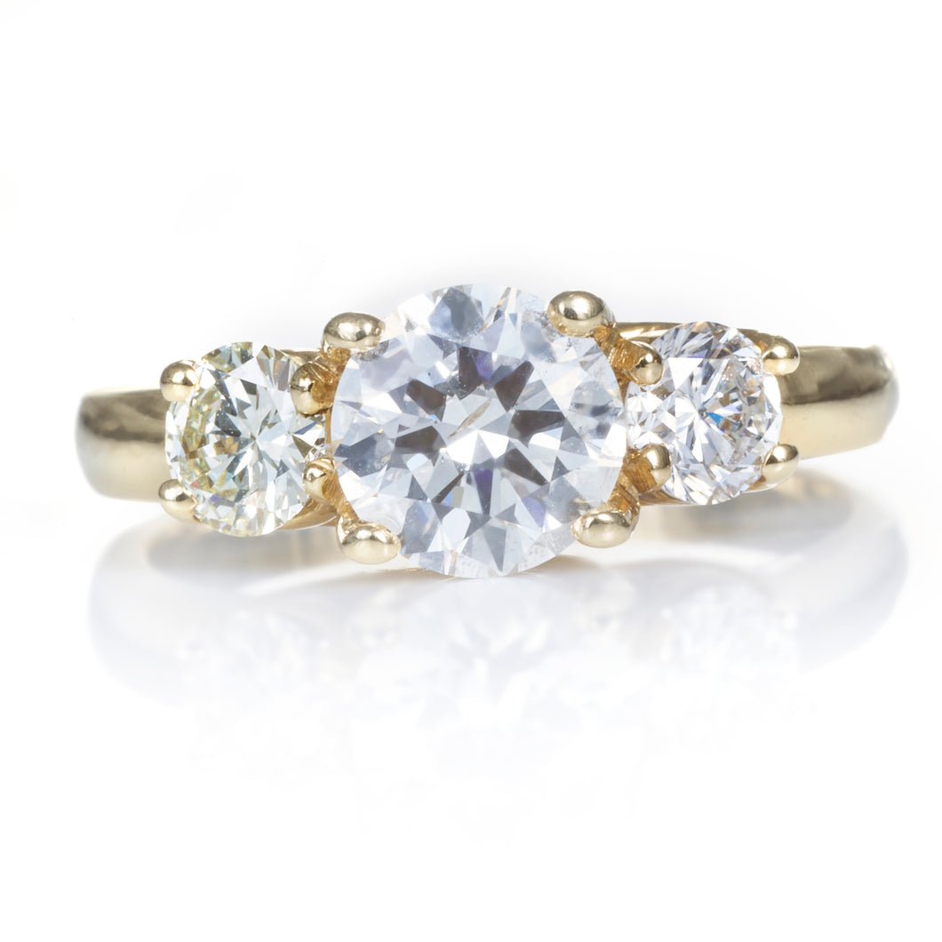 Round Brilliant Cut Diamond Ring with Yellow Gold