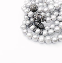 Load image into Gallery viewer, Gray Pearl Bracelet with Diamond Ball