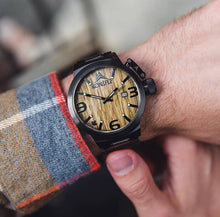 Load image into Gallery viewer, Karbon Black Matte Stainless + Green Sandalwood - Konifer Watch