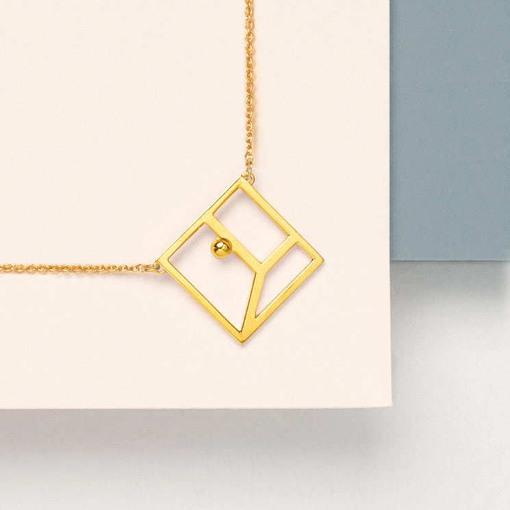 A geometric setting for Virabhadrasana jewel, wants to evocate the minimal and essential design of the necklace.
