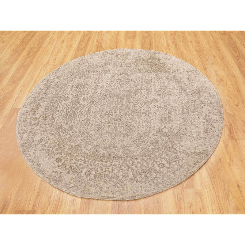 "Shrugs Modern and Contemporary 5'9""x5'9"" Round Taupe Fine Jacquard Hand Loomed Modern Wool And Art Silk Oriental Rug"