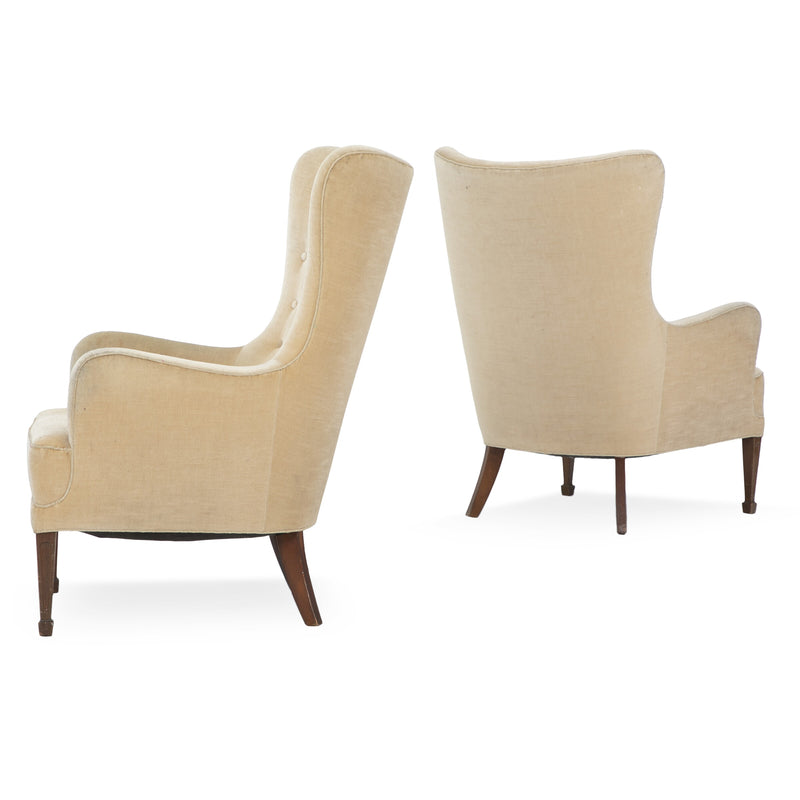 Frits Henningsen: Pair of Easy Chairs with Front Legs of Mahogany and Back Legs of Beech