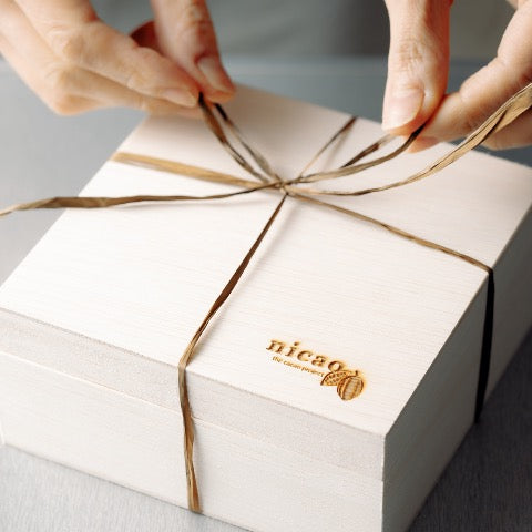 nicao bean-to-bark chocolate gift box bow