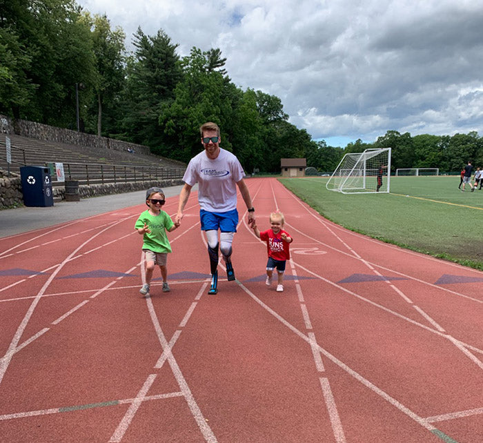 Brian Reynolds double amputee runner training with his kids