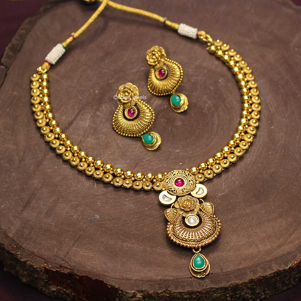 Simple Antique Kundan Necklace