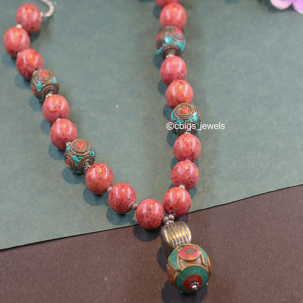 Hand-crafted Silver necklace with precious Agate beads