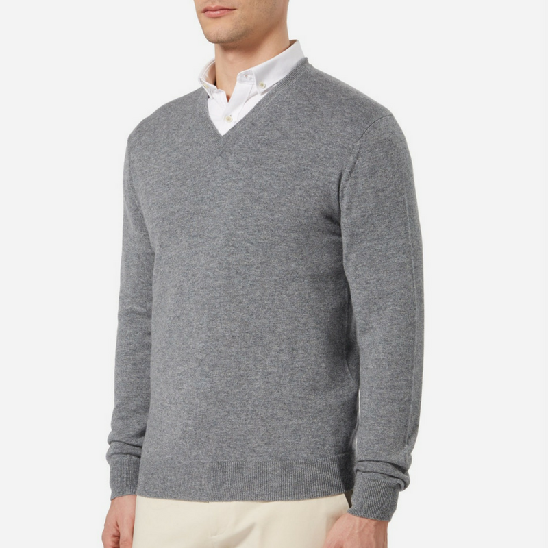 N.Peal Burlington V Neck Cashmere Jumper in Derby Grey