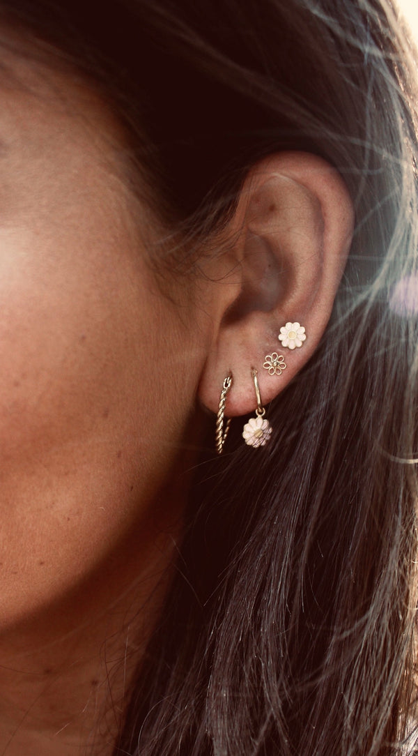 Daisy pin pair of earrings pink