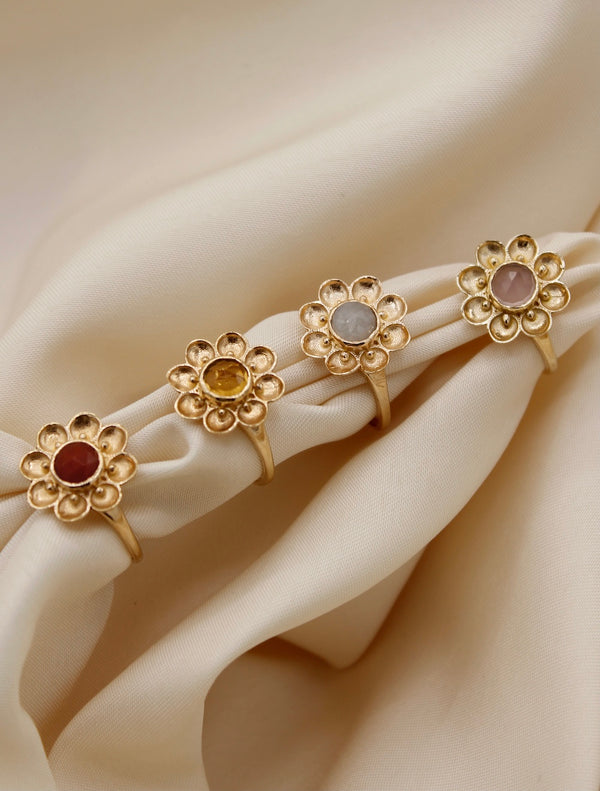 """Vintage gold"" big flower ring Red Garnet"