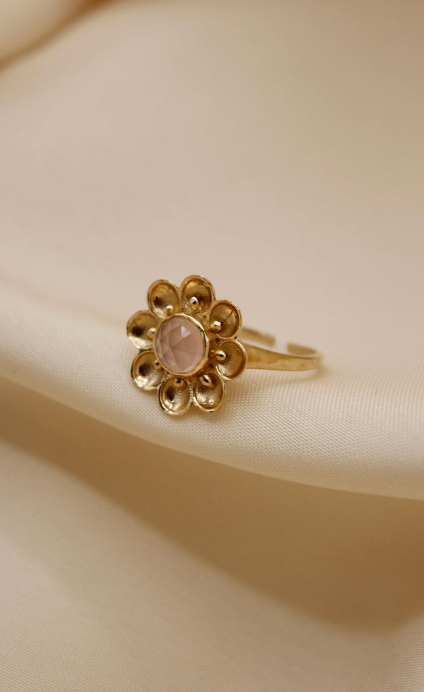 """Vintage gold"" big flower ring Pink Chalcedony"