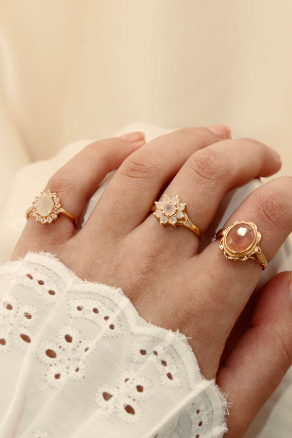 """Vintage gold"" oval ring Pink Chalcedony"