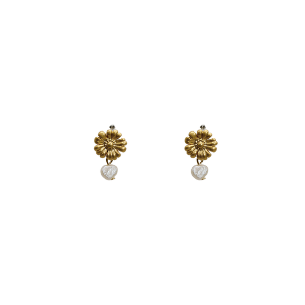 Daisy with freshwater pearl pin pair of earrings