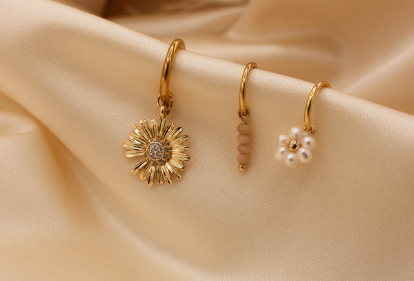 Big daisy with zirconia pair of earrings