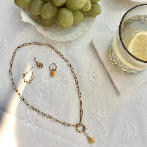 Statement necklace hanging lemon with freshwater pearls