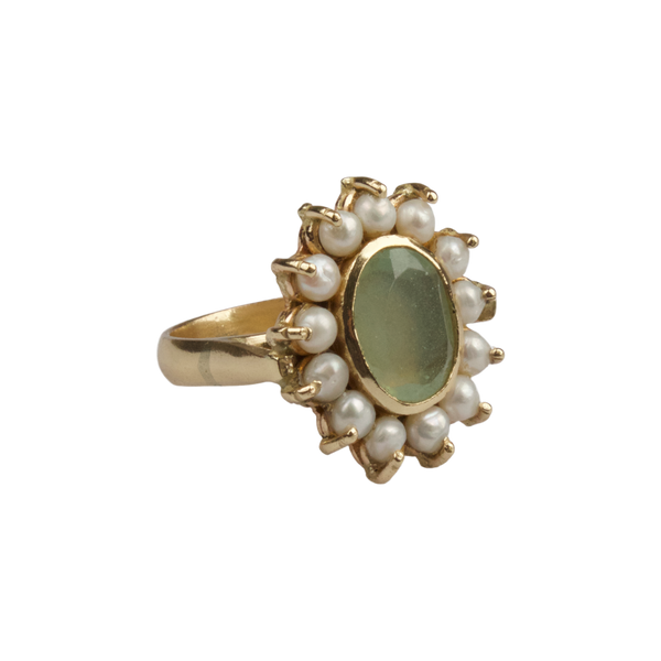 Ring with freshwater pearls and Jade stone