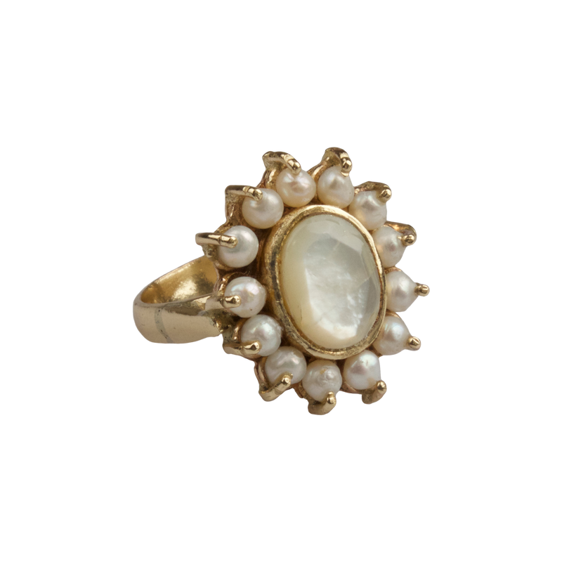 Ring with freshwater pearls and Mother of pearl