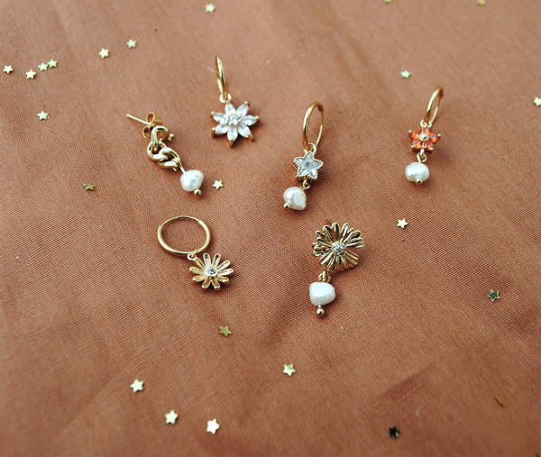 Daisy with zirconia and freshwater pearl pair of earrings
