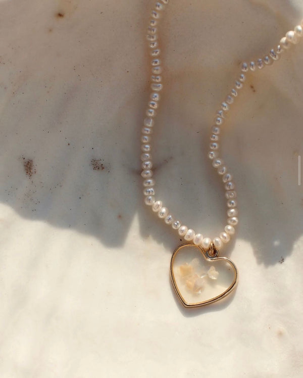 Freshwater pearl necklace with MOP heart
