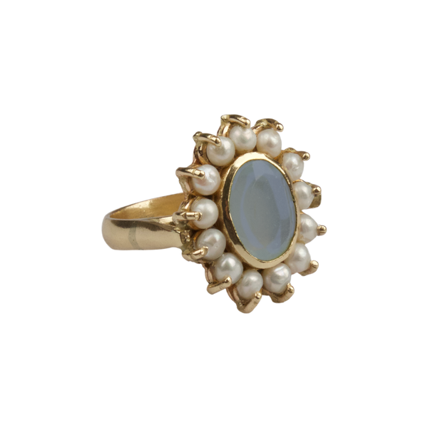 Ring with freshwater pearls and Chalcedony stone