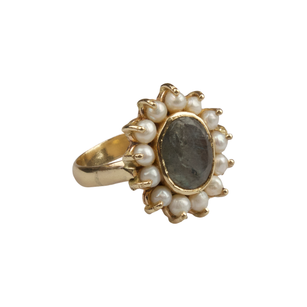 Ring with freshwater pearls and Labradorite stone