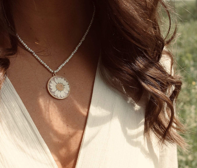 Freshwater pearl necklace dried daisy