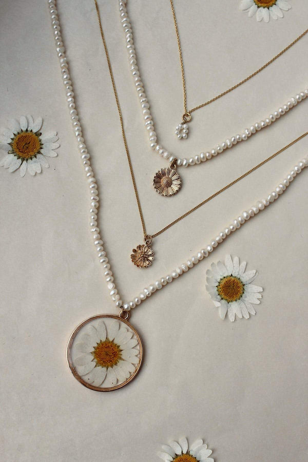 Freshwater pearl necklace daisy