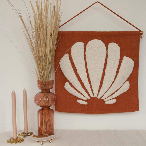 Tufted wall decoration shell