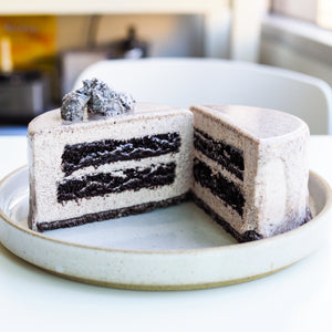 "Load image into Gallery viewer, 4"" Oreo Mousse Cake"