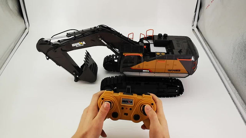 RC Remote Control Huina 1592 Excavator in action