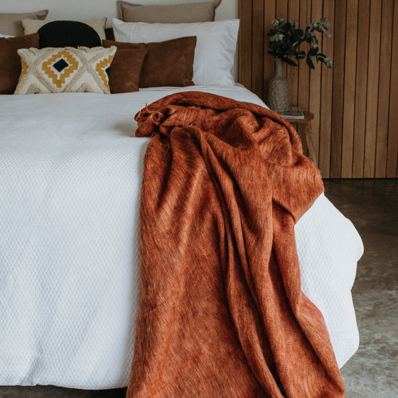 blanket-throw-uluru-on-bed